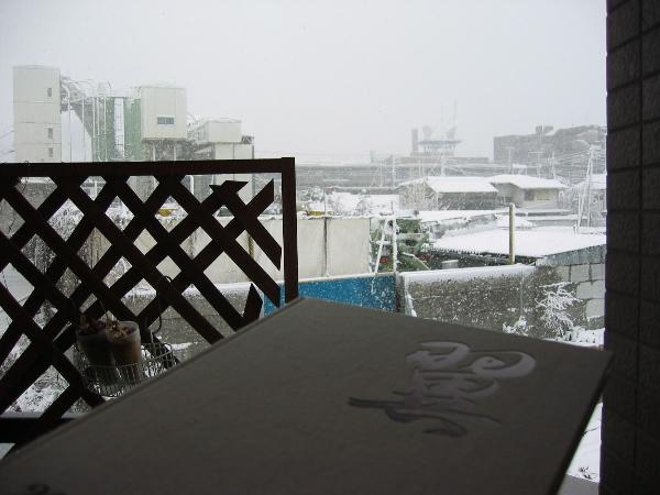 [卒業アルバムと雪降り]