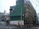 [大岡山駅と駅上の新・東急病院]