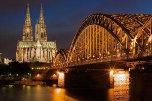 夜のケルン大聖堂