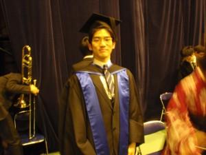 B4たかし、卒業式にて(2012年3月)